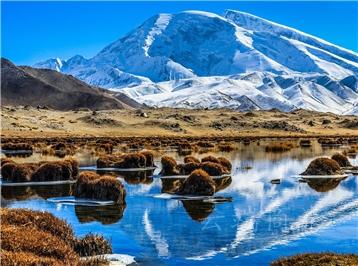 新疆乌鲁木齐+南疆+喀什+塔什库尔干白沙湖+卡拉库里湖 +喀什古石头城+香妃墓5日4晚私家团